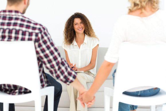 Ψυχολογική Υποστήριξη ζευγάρι συμβουλεύεται ψυχολόγο institute of life